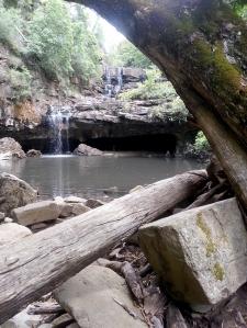 בעבר נהגו נשות השבטים האבוריג'ינים המקומיים להתכנס במערה זו. לגברים אסורה היתה הכניסה. עד היום מכבדים האבוריג'ינים מנהג זה.