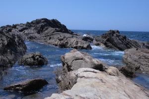 אוקינוס מסתורי ומפחיד. שוניות במפרץ ההעיירה ברמאגווי.